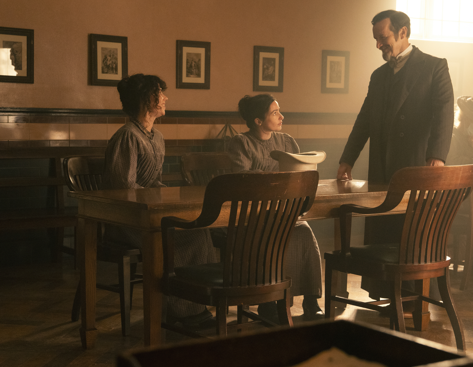Amy Manson, Laura Donnelly, Denis O'Hare