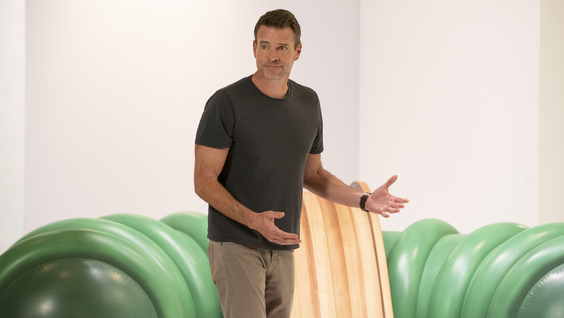 Scott Foley (host and judge)